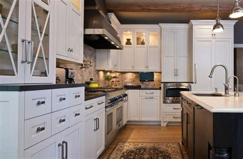 Traditional White Painted Cabinetry In Kitchen Remodel Kitchen Remodels With White Cabinets