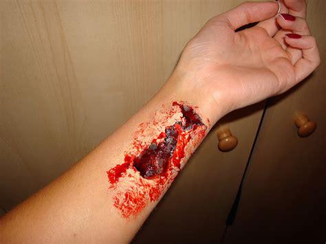 slitting your wrists in the bathtub best trend fashion 2012 halloween tutorial open flesh