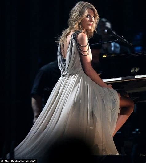 all too well taylor swift grammys hd taylor swift bops to kendrick lamar s performance at the