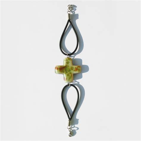 Hochzeits Armbänder by Schlaufenarmband Mit Keramik Kreuz