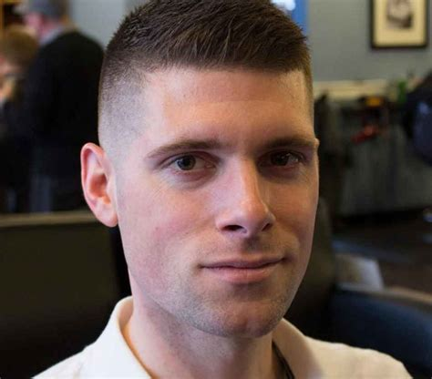 model rambut pria pendek keren