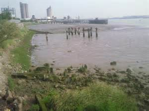 thames river low tide river thames at erith at low tide 169 marathon cc by sa 2 0