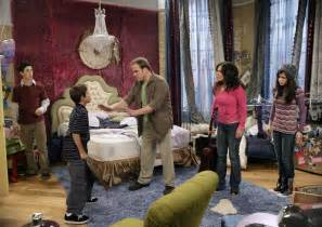alex russo wizards of waverly place bedroom galleryhip alex russo bedroom wizards of waverly place set