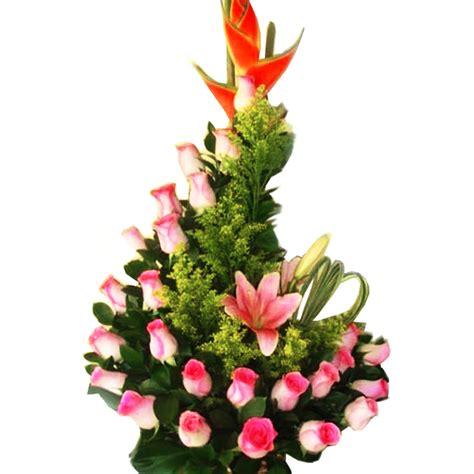 imagenes arreglos navideños arreglo floral de lirios flores a domicilio en medellin