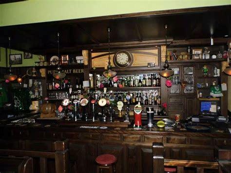 arredamento pub irlandese pub a salerno black roses pub overplace