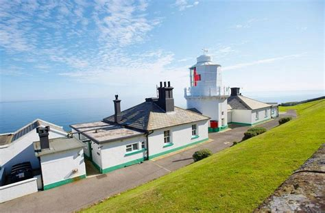 whitby lighthouse cottage hill for rent