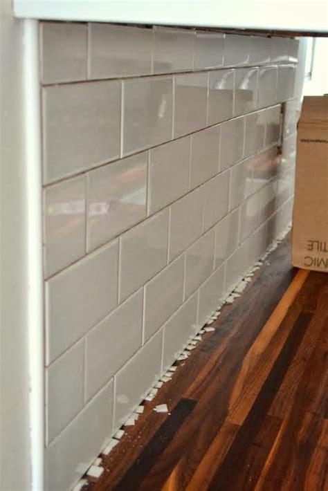 add  tile backsplash   kitchen  ugly duckling house