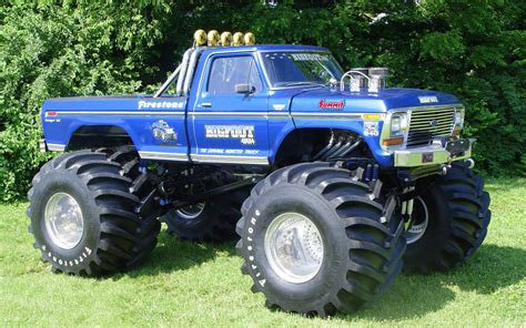 monster truck videos please the living legend bigfoot 4x4x4 youtube