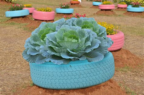 Tire Planter Ideas by 29 Flower Tire Planter Ideas For Your Yard And Home