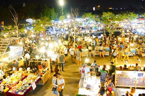shopping in bangkok during new year best markets and shopping centers in bangkok shopping in