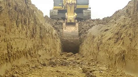 excavation benching worms eye view of a 35ton excavator trenching and benching