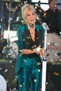 new year underwood carrie underwood performs at new year s rocking in nyc