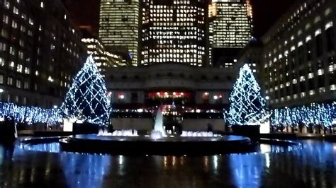canary wharf london christmas tree lights in the rain