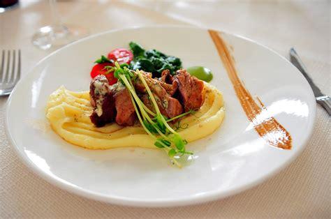 Savoir Vivre à Table by Devez Vous Terminer Votre Assiette Apprendre Les