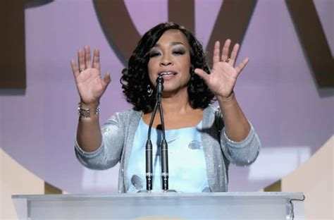 Greys Clouds At Pga Awards by Shonda Rhimes Accepted Pga Award In The Best Way