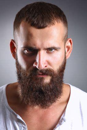 geheimratsecken erfolgreich kaschiert haarschnitt