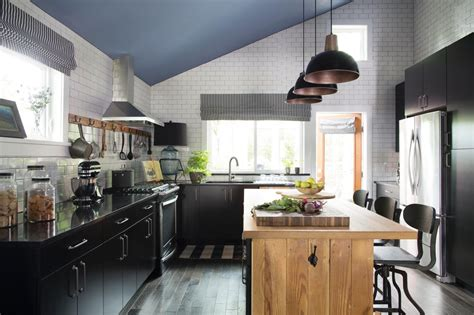 Hgtv Kitchen Giveaway - classic color combo a large farmhouse style kitchen combines classic black and white