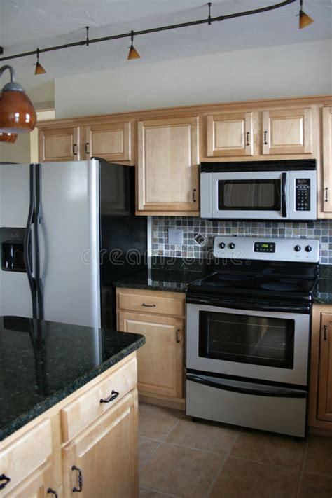 armadietti cucina armadietti di legno della cucina neri e stufa inossidabile