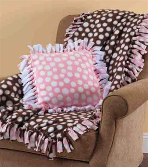 22 best images about pillows on pinterest sewing no sew fleece blanket pillow my dogs pinterest no