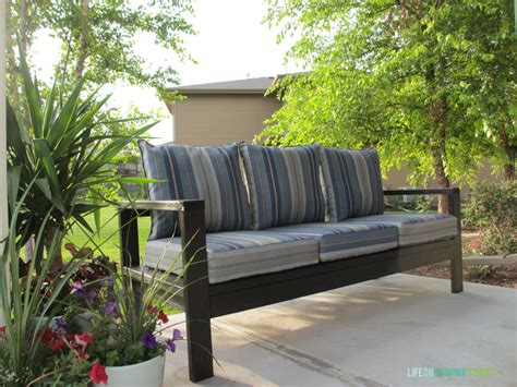 diy patio sofa 21 things you can build with 2x4s