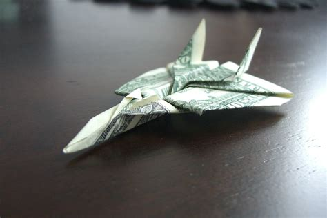 Origami Airplane Dollar Bill - 25 and interesting things you can do with a dollar