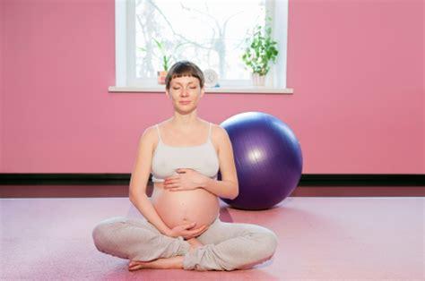 imagenes yoga para embarazadas 191 por qu 233 practicar yoga es beneficioso para el embarazo