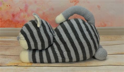 cat knitting pattern download playful cat knitting by post