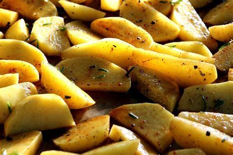 cucinare patate patate al forno ecco i trucchi per cucinarle in modo