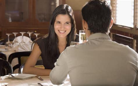 rahasia membuat wanita jatuh cinta rahasia ingin diketahui pria saat jatuh cinta berita