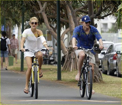 Owen Wilson Bikes To Clubs by Owen Wilson Barefoot Biking Photo 2416855 Kate