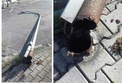 palo illuminazione pubblica san nicola la strada sfiorata la tragedia cade palo