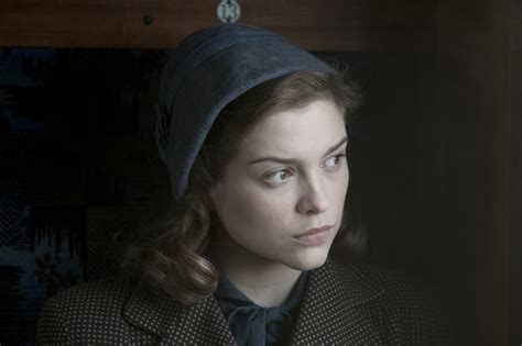 stephen cbell moore and sophie cookson get your first glimpse of judi dench and sophie cookson in