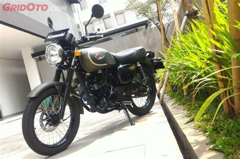 Tas Motor Kawasaki W175 mau beli kawasaki w175 se sekarang sabar antrian panjang
