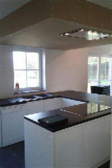 caisson hotte cuisine montage cuisines 233 quip 233 es caissons de hotte resserrages plafonds cuisines 233 quip 233 es