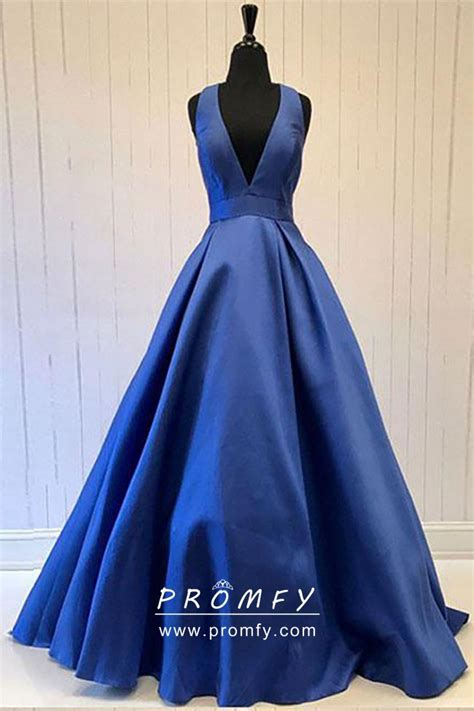 simple sleeveless navy blue satin plunging  neckline prom