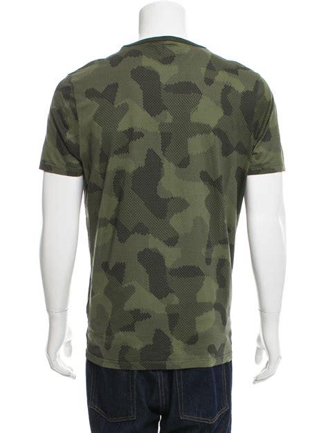 gucci sleeve army print t shirt clothing guc147763 the realreal