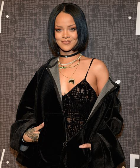 Rihanna Shows Us How Bangs Are Meant To Be Worn by 3 Ways Rihanna Shows Us How To Slay Fall Fashion The