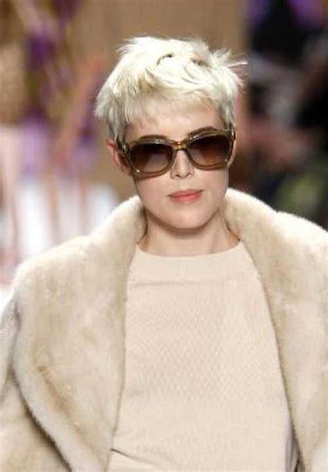 celebrities  short blonde hair short