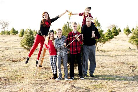 tree farm photos tree farm family pictures with buffalo plaid