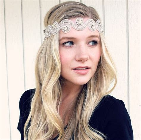 Hairstyles With Headband by 20 Hairstyles With Headbands For Casual And Festive Looks