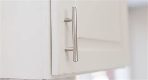 place kitchen cabinet knobs  pulls