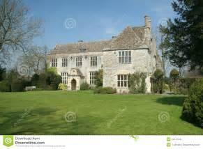 English Tudor Cottage maison de campagne anglaise images stock image 2414144