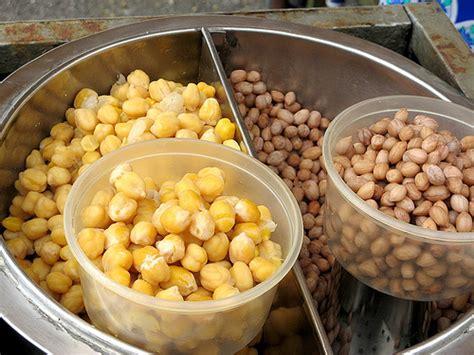 Kacang Tanah Kupas 1 kacang putih vs kacang tanah flickr photo