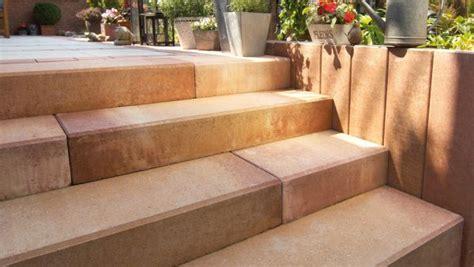 garten treppenstufen setzen palisaden und stufen systeme f 252 r die treppengestaltung im