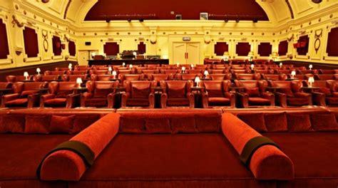 poltrone e sofa aversa cinema hart la sala innovativa con divani e letti arriva