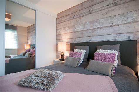 slaapkamer met hout behang slaapkamer met steigerhout behang google zoeken