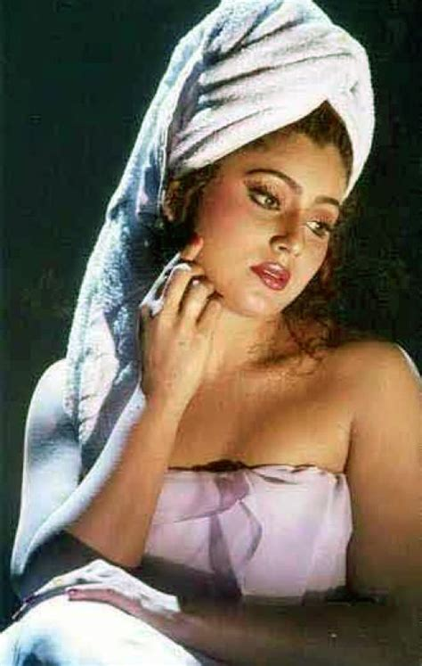 kerala ladies bathroom south indian girls in towel bathing dress very rare pictures