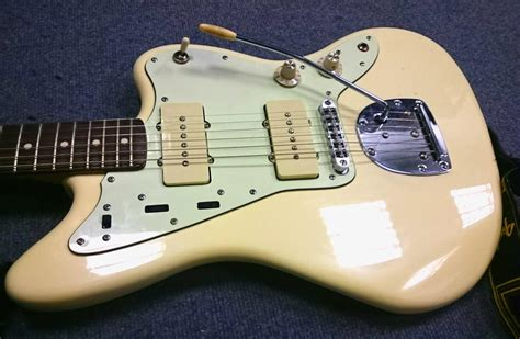 Witch Hat Knobs Jazzmaster by Squier J Mascis Jazzmaster With Mint Scratchplate White