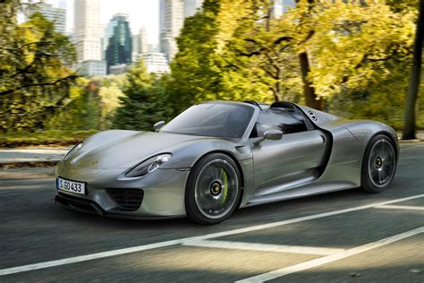 porsche supercar 918 porsche s 918 spyder goes 0 60 mph in 2 5 seconds