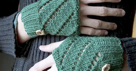 Stitch Handwarmer creativeyarn diagonal eyelet warmers free pattern